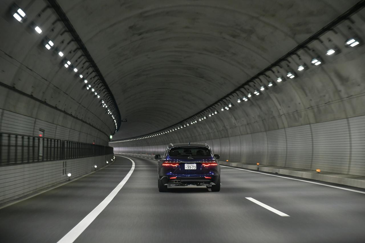 Images : 2番目の画像 - 道路の傾き - Webモーターマガジン