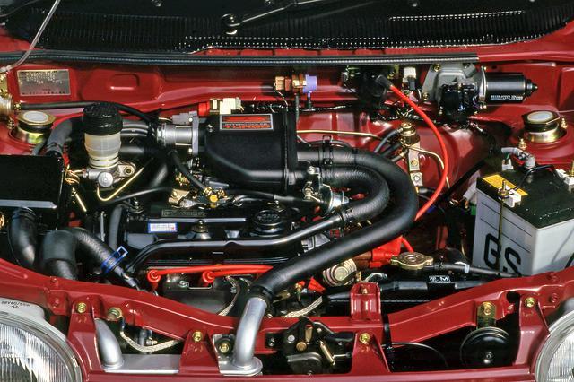 画像: トップグレードのZにはインタークーラー付きターボエンジンを搭載して、ネットで50psを発生した。