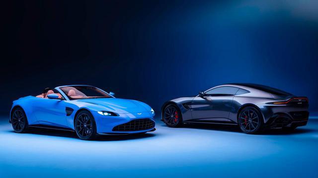 画像: 左が今回発表されたヴァンテージ ロードスター。右がクーペのヴァンテージ。どちらも4L V8ツインターボを搭載する。
