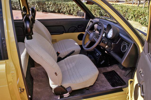 画像: シートも、デザインや素材などが今までのクルマと違った温かみのあるものだった。