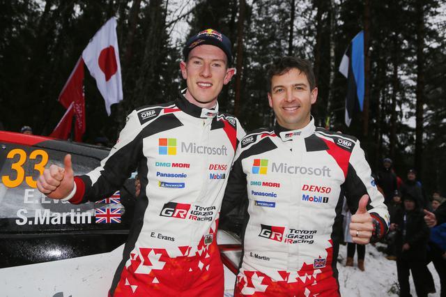 画像: トヨタ移籍後初の優勝を飾ったエルフィン・エバンス(左)。自身キャリア2勝目、イギリス国籍のドライバーがラリー・スウェーデンを制したのは初めて。コドライバーのスコット・マーティン(右)はWRC初優勝。