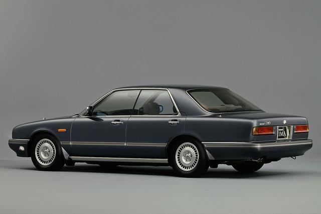 画像: 従来の国産高級車とは一味違う、気品と知性を感じさせるデザインだった。