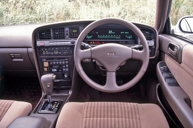 画像: エレクトロニックディスプレイメーターやフルオートエアコンなどの快適装備を満載。