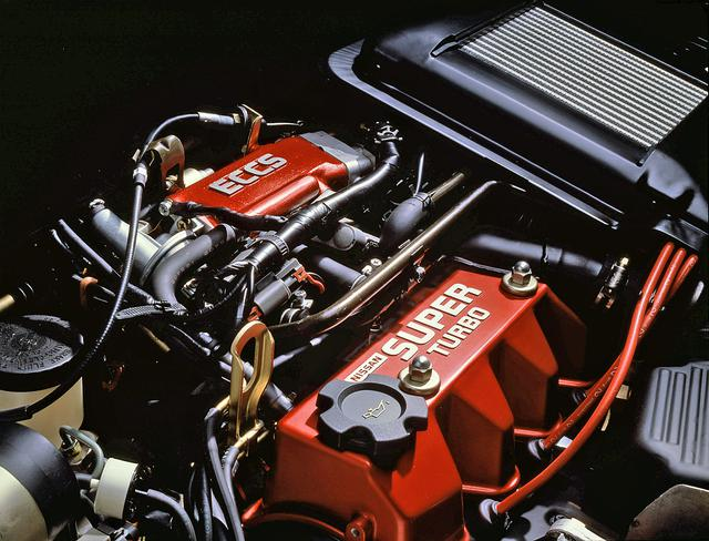 画像: わずか930ccの排気量ながら110ps/13.3kgmを発生したスーパーターボエンジン。