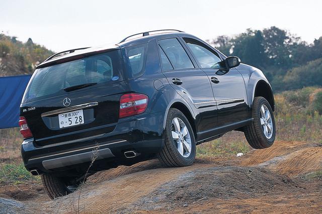 画像: 4WDシステムは基本的に先代と同じで、基本的に駆動配分は前後50:50、いずれかのタイヤが空転すると、電子制御クラッチと4ETS(エレクトロニック・トラクションシステム)によってトルク配分を適切に変更する。熟成が進んだエアサスペンションは、路面からの影響も難なくこなし、路面快適走行性は格段にアップしている。