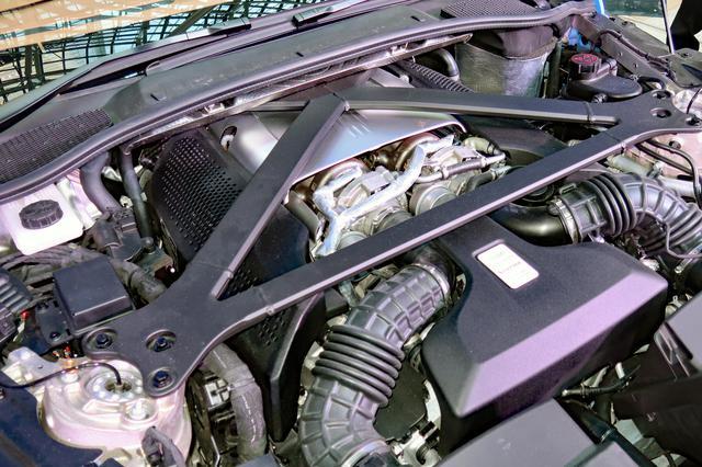 画像: 510psと685Nmを発生する4.0LのV8ツインターボは、バンク内側にターボを装着する。