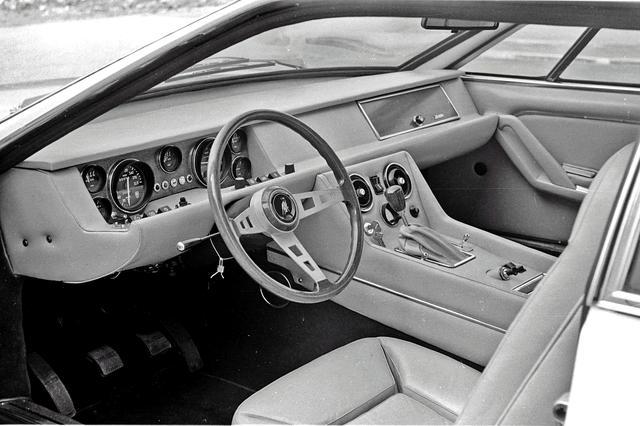 画像: インテリアのデザインはベースとなったエスパーダと似た、かなりラグジュアリーカー的な雰囲気だった。