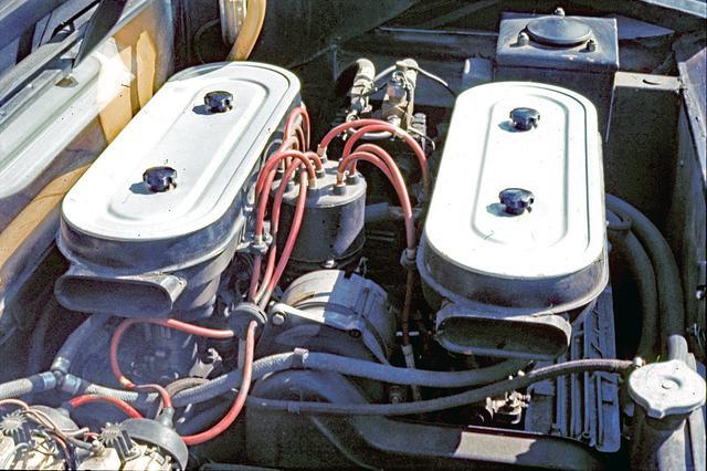 画像: エンジンとミッションを横置き搭載して後席のスペースを確保。74年に3L DOHCのP300と2L DOHCのP200が追加設定されている。