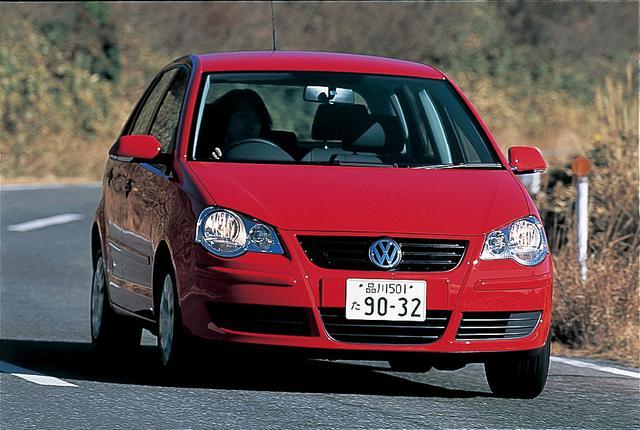 画像: ポロはBセグメント輸入車の代表的モデル。昨年2005年のフェイスリフトとGTIの追加。ちなみに東京モーターショーで世界初公開されたGTIは、発売開始も日本が世界に先んじた。この辺りも気合いの入り具合を示していると言えそうだ。ポロの試乗車は1.4Lエンジンを搭載する「ポロ4ドア」。
