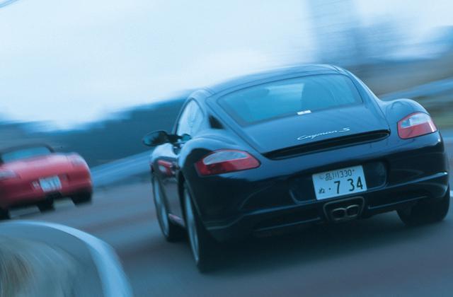 画像: 似ている2台Fだが、走り出した瞬間、すぐに違うことがわかる。