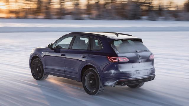 画像: 緻密な駆動力制御で高い走破性を誇る4WDシステム「4モーション」を採用。雪上でも速い。