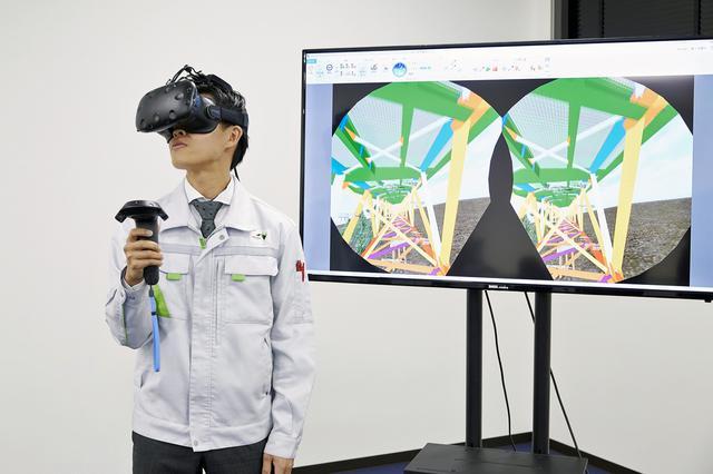 画像: VRヘッドセットを装着して、橋梁の構造を立体的に再現し、体感しながら学ぶことができる。
