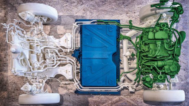 画像: 96セルで構成されるリチウムイオン電池は車体中央に配置。