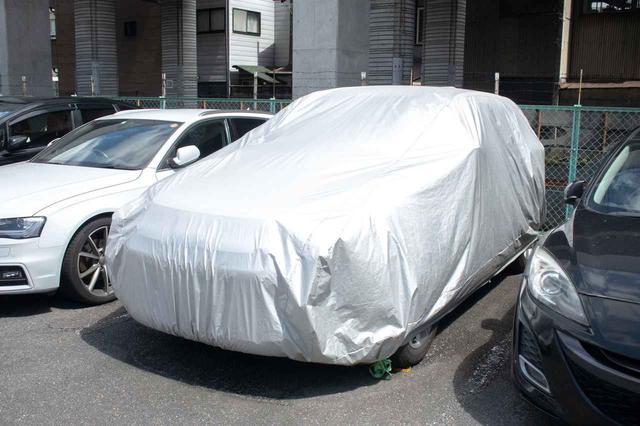 画像: 鳥のフンを回避する策は、カーカバーの使用や屋根付きor地下駐車場へ移動などさまざま。