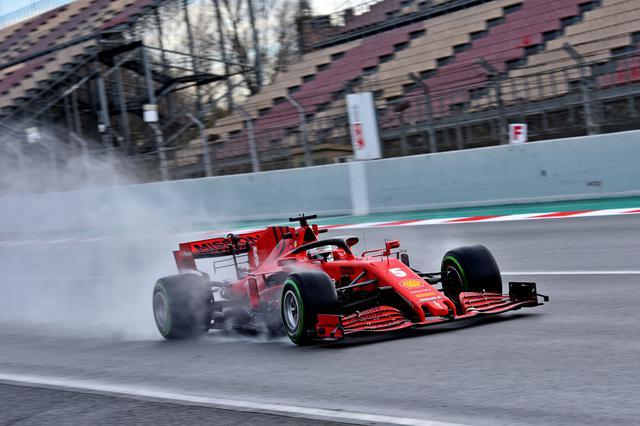 画像: 幕前テストではやや精彩を欠いたフェラーリ。新車フェラーリSF1000のセットアップを急ぐ。
