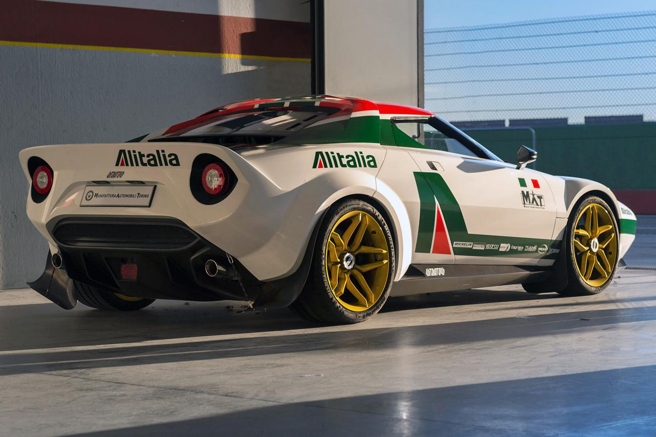 画像: リアビューはオリジナルを踏襲している。WRCで活躍したアリタリア カラーもよく似合う。