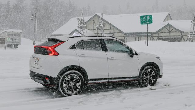 画像: 雪あり坂あり高速道路に街中ウロウロと、かなりタフな1000km超を完走。平均燃費は表示で14.2km/Lと、WLTCモード並。