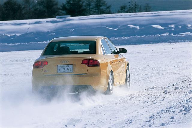 画像: アウディS4はエンジン縦置きFFレイアウトをベースに4WD化、乗用車の世界に4WDを持ち込んだ長年の経験、ノウハウが生かされている。