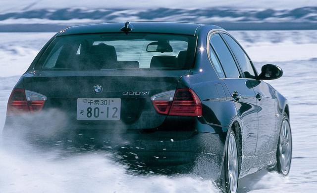画像: BMW3シリーズはエンジン縦置きFRレイアウトをベースに、後輪に的確にトルクを配分する。