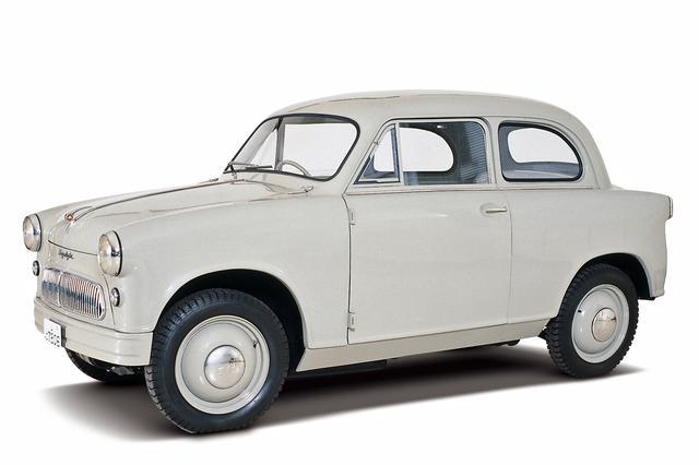 画像: 1955年10月に発表された、日本初の量産軽自動車「スズライトSS」。