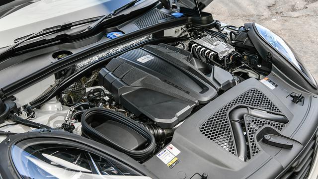 画像: 2.9L V6ツインターボエンジンは、最高出力440psを発生。0→100km/hは4.3秒。最高速度は270km/hに達する。
