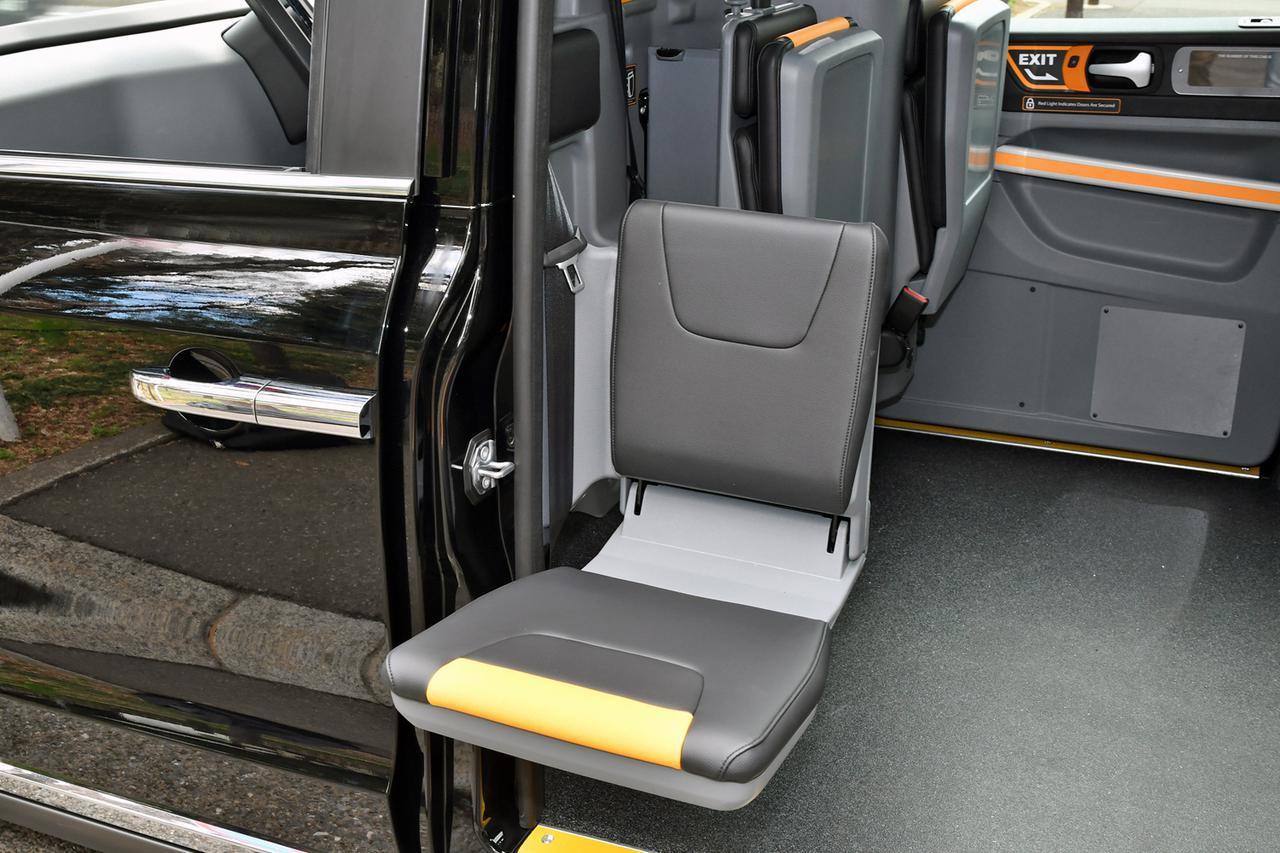 Images : 12番目の画像 - ロンドンタクシー TX「車いす移動車」仕様 - Webモーターマガジン
