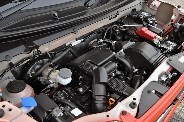 画像: 試乗車は64ps/98Nmを発生するターボエンジンにマイルドハイブリッドを組み合わせる。