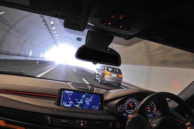 画像: トンネル内のクリアな視界を保つ役割をジェットファンは担っている。