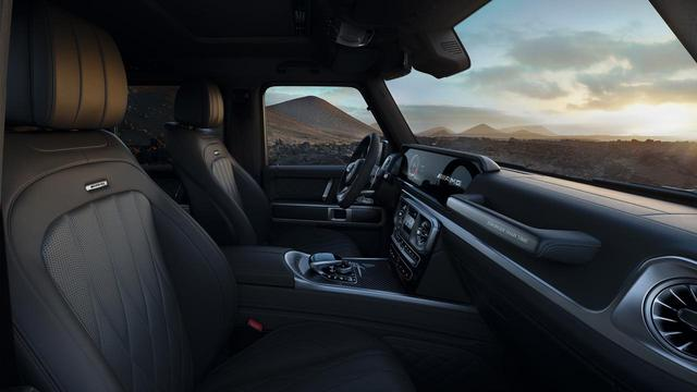 画像: チタニウムグレー/ブラックの専用ナッパレザーシートには、リラクゼーション機能やシートヒーターなどの快適装備も採用する。