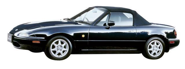 画像: ロードスターに初採用された紺色系の「サテライトブルーマイカ」。RSリミテッドの「モンテゴブルーマイカ」とは違った色彩で人気だった。