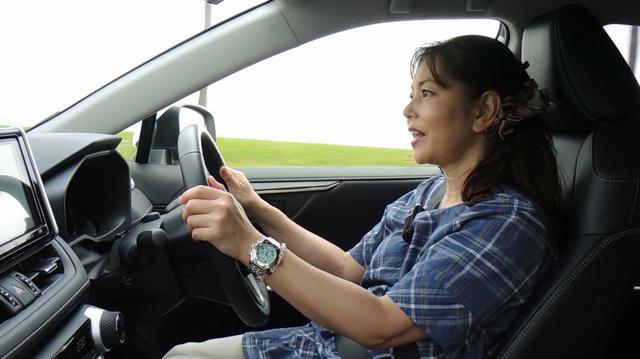 画像: 【動画】竹岡 圭のクルマdeムービー「トヨタRAV4」(2019年7月放映)