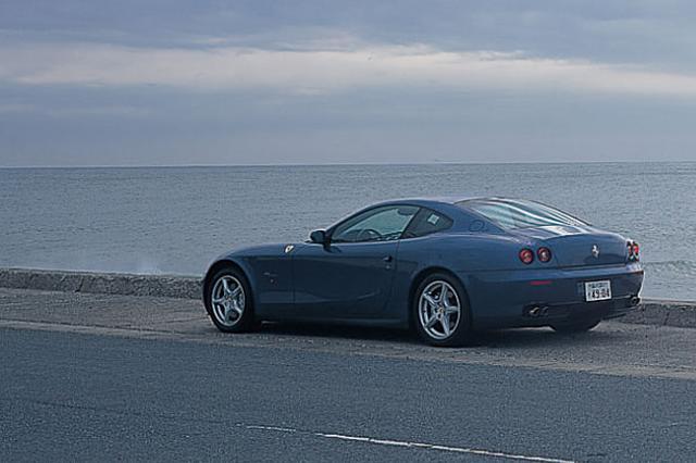 画像: 2003年10月に発表され、2004年のデトロイトショーでお披露目されたフェラーリ612スカリエッティ。日本での発表は2004年3月25日、V8フェラーリはまだF360だった。