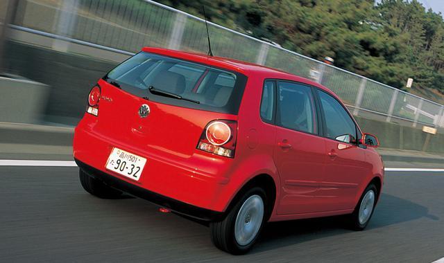 画像: 2005年8月23日に大幅なフェイスリフトを発表したフォルクスワーゲン ポロ。これが最新仕様となる。試乗車は4ドア。