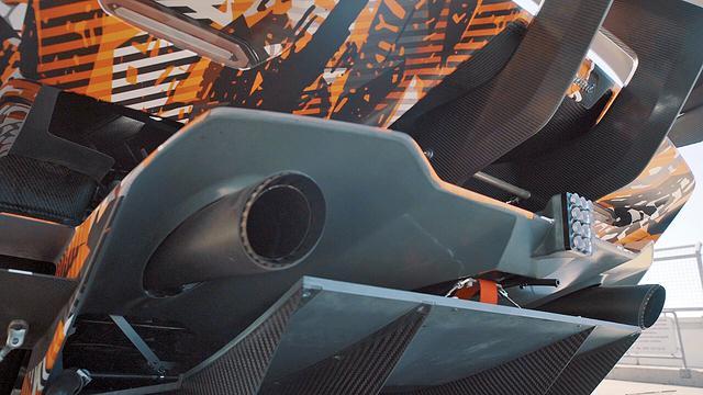 画像: ディフューザー形状のリアエンドや大型のリアウイングのステーなどが見てとれる。