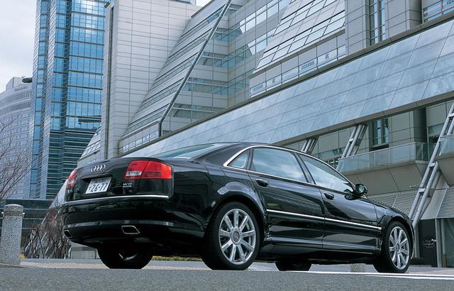画像: 2005年に追加されたアウディA8 6.0 クワトロ/A8 L 6.0 クワトロ。テストカーは標準モデルのホイールベースを130mmストレッチし、3075mmとしたA8 L 6.0クワトロ。