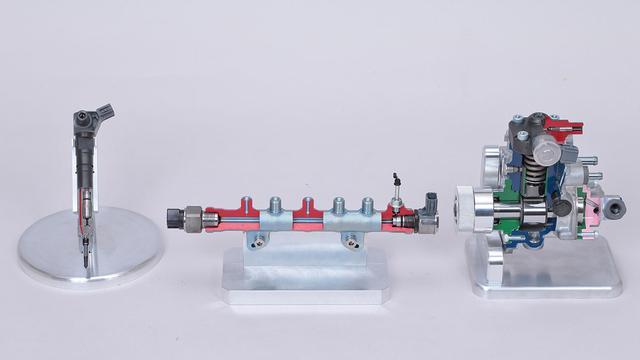 画像: クリーンディーゼルエンジン技術の中核を担うコモンレール。燃料を共通のパイプに高圧の状態で一度溜め、そこから各シリンダーに分配することで高い燃焼効率を生み出す。