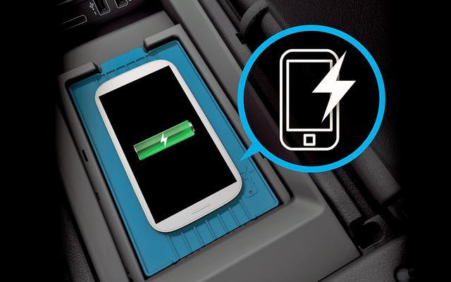 画像: スマートフォンのワイヤレスチャージング機能も標準装備。