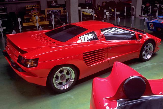画像: ドアの開閉は普通のスイング式だった。このクルマは現在も河口湖自動車博物館に展示されている。