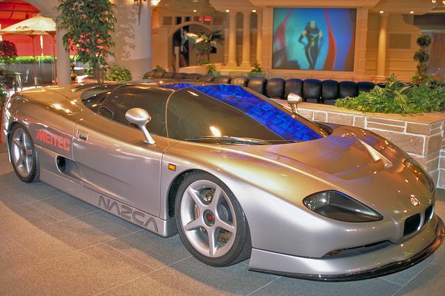 画像: イタルデザインの作とはいえBMWをベースとしているので、フロントにはキドニーグリルがアレンジされていた。