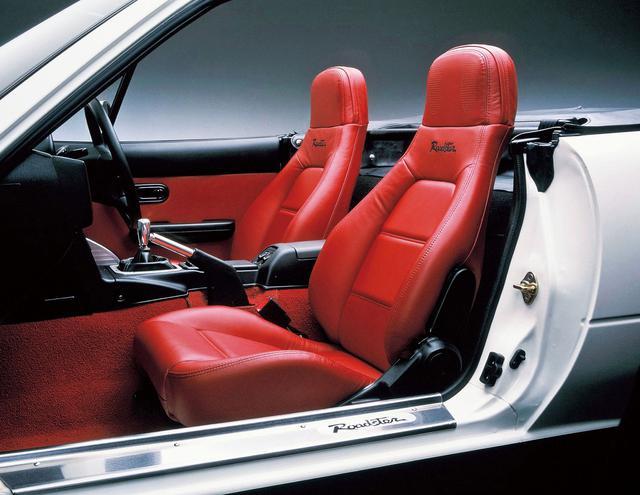 画像: 白いボディに赤いシートの組み合わせは注目度大!
