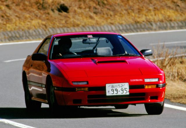 画像: 世界に通用するスポーツカーを目指して開発された2代目RX-7。海外でも高く評価された。