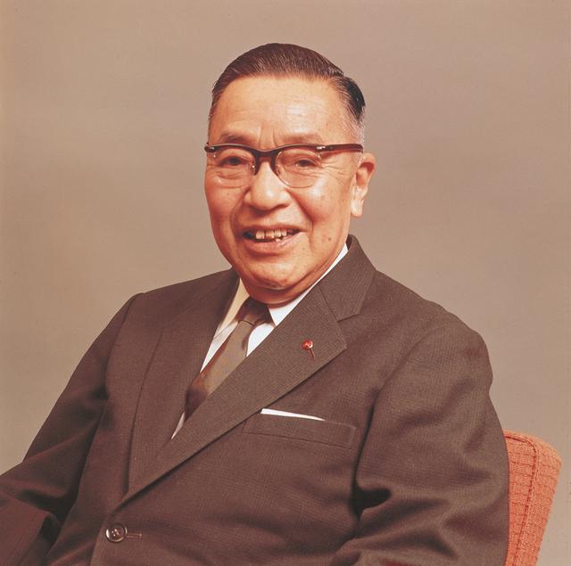 画像: 東洋工業(当時)の松田恒次社長は、1960年にヴァンケルエンジンの可能性を見いだし、NSU社とライセンス契約を結ぶ。山本健一さん率いるRE研究部がコスモスポーツの開発に成功したのを見届け1970年に他界した。