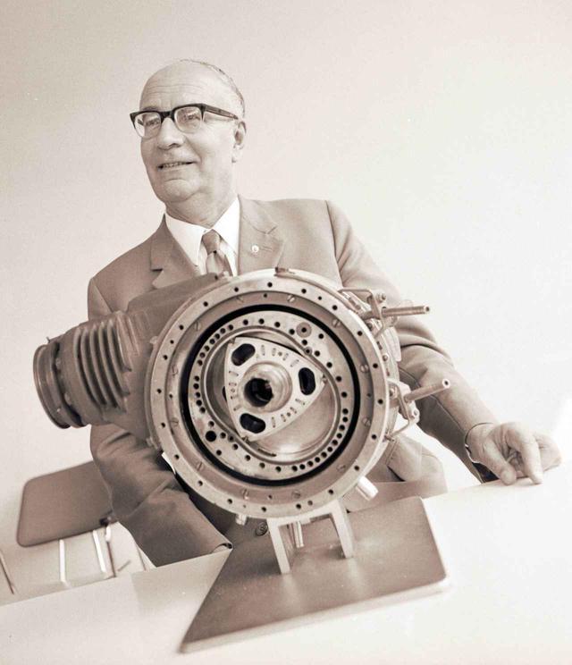画像: 松田社長は、逆境を乗り越える革新技術としてヴァンケル博士によって発明されたヴァンケルエンジンに着目。ライセンスを持つNSU社の話と裏腹に、商品化にはまだ遠いものだった。