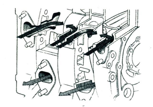 画像: それまで排気ポートと吸気ポートが同列に装着されるペリフェラルポートを採用していたのを、マツダではサイドハウジングから吸気を行うサイドポートに変更。これが電気あんまの解消に効果的だった。