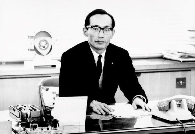 画像: 山本健一さんはRE研究部長としてロータリーエンジンの開発に全精力を傾け、不可能と言われた市販にこぎつけた。それを搭載したコスモスポーツは世界中の注目を浴びることとなる。