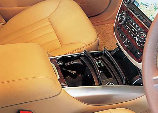 Images : 5番目の画像 - メルセデス・ベンツ Rクラス - LAWRENCE - Motorcycle x Cars + α = Your Life.