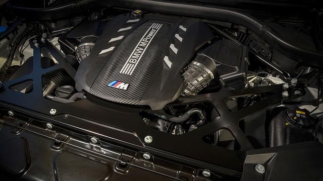画像: 4.4LのV8ツインターボエンジンは、0→100km/hは3.8秒、0→200km/hは13.2秒を実現する。
