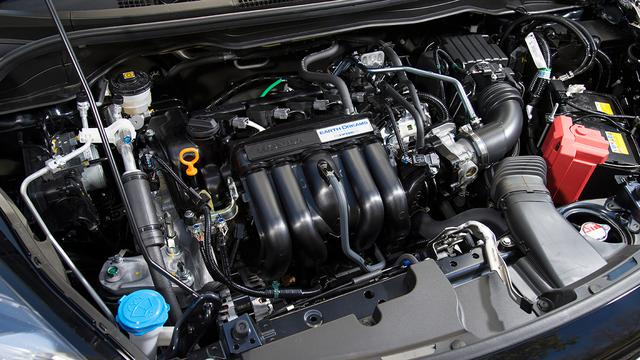 画像: ガソリンモデル搭載の1.3L直4エンジン。最高出力98ps、最大トルク118Nmを発生し、WLTC値燃費は20.2km/L。
