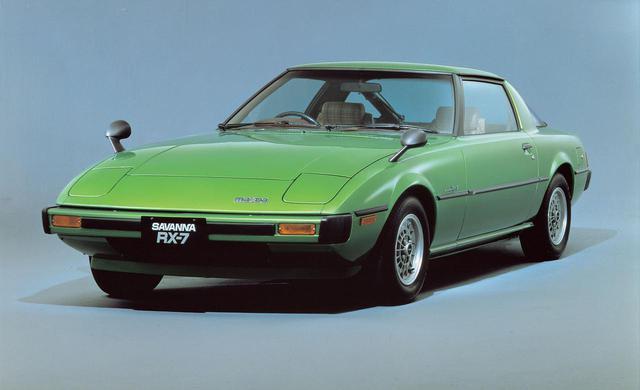 画像: マツダの経営危機が叫ばれる中、燃費の大幅改善を果たし1978年にデビューしたサバンナRX-7。アメリカを中心に大ヒットとなり、現在でも根強い人気を誇る名車だ。