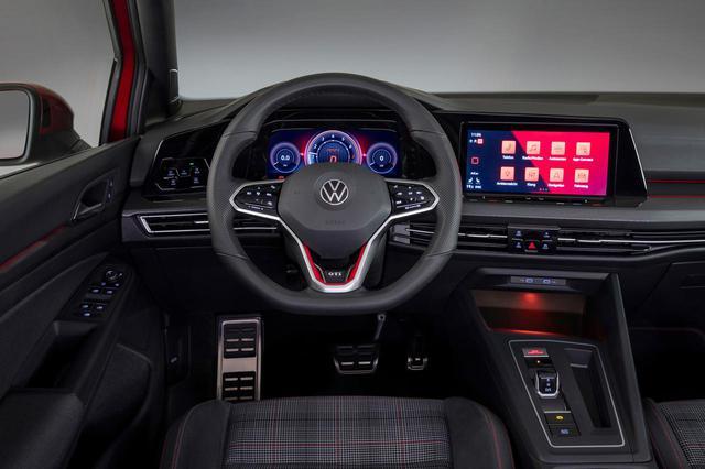 画像: 新型ゴルフGTIのコクピットには、ふたつのディスプレイを搭載したイノビジョン コクピットを採用。正式な量産車ではなく、量産車に近いコンセプトカーだという。